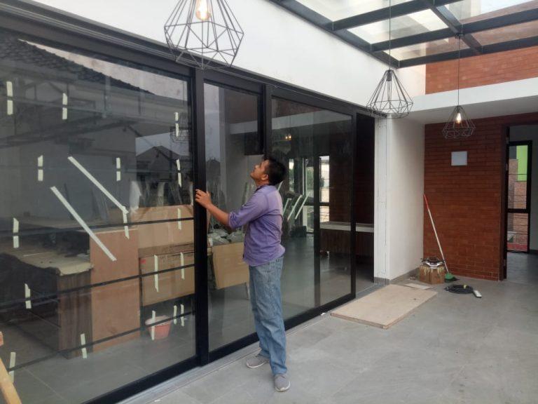 pintu geser aluminium kaca coating