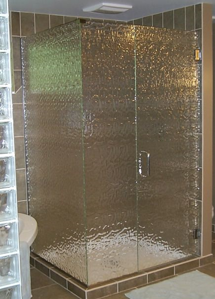 pintu kaca kamar mandi buram