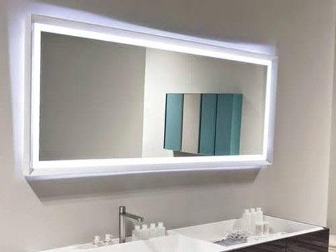 Cermin kaca kamar mandi